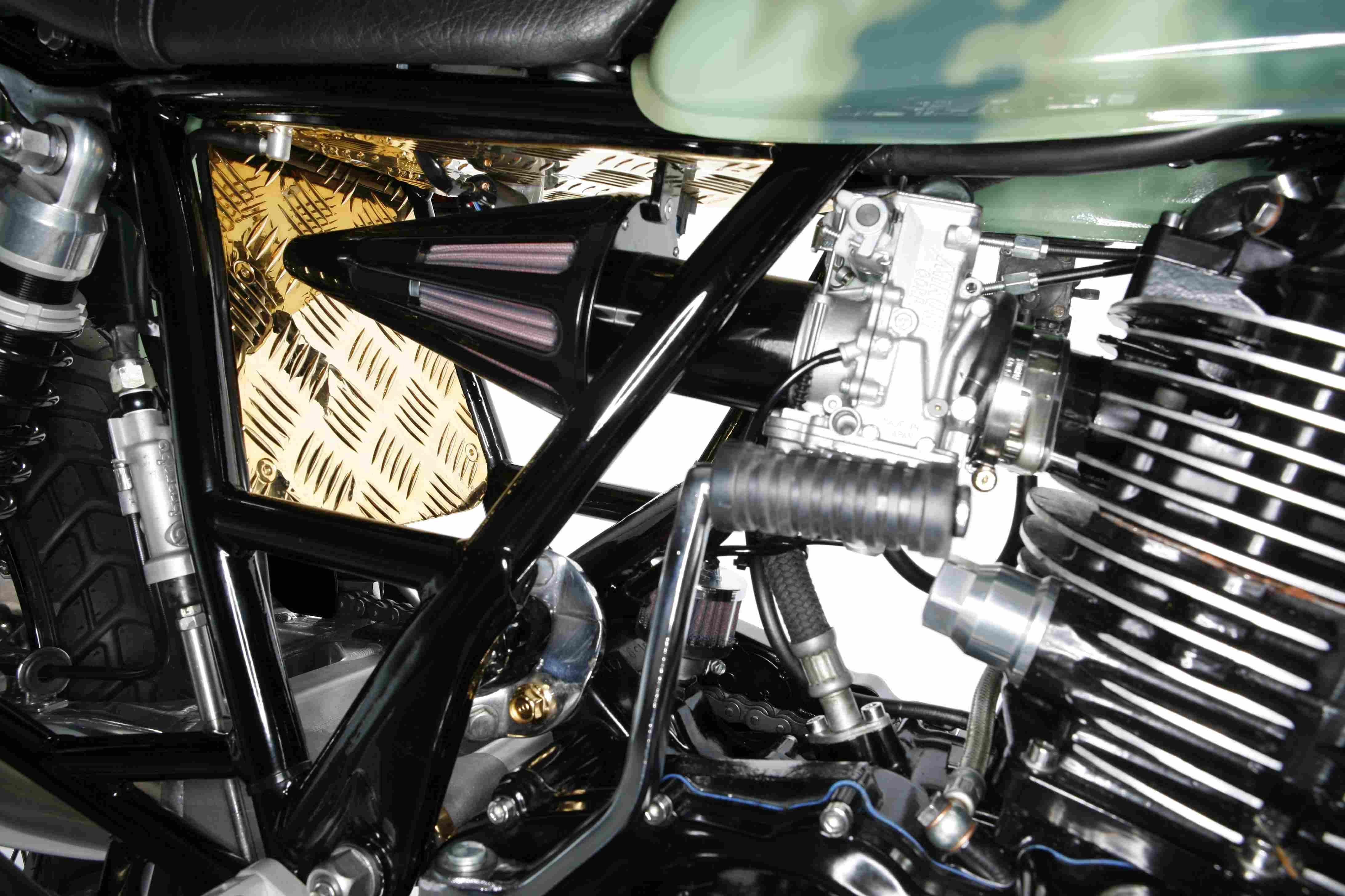 PIG7-Yamaha-SR-600-Custom-018